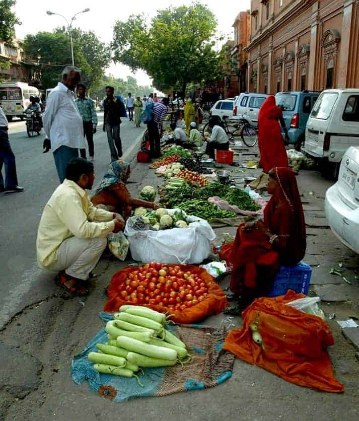 Rajasthan (Jaipur), Markets in India with Indian women