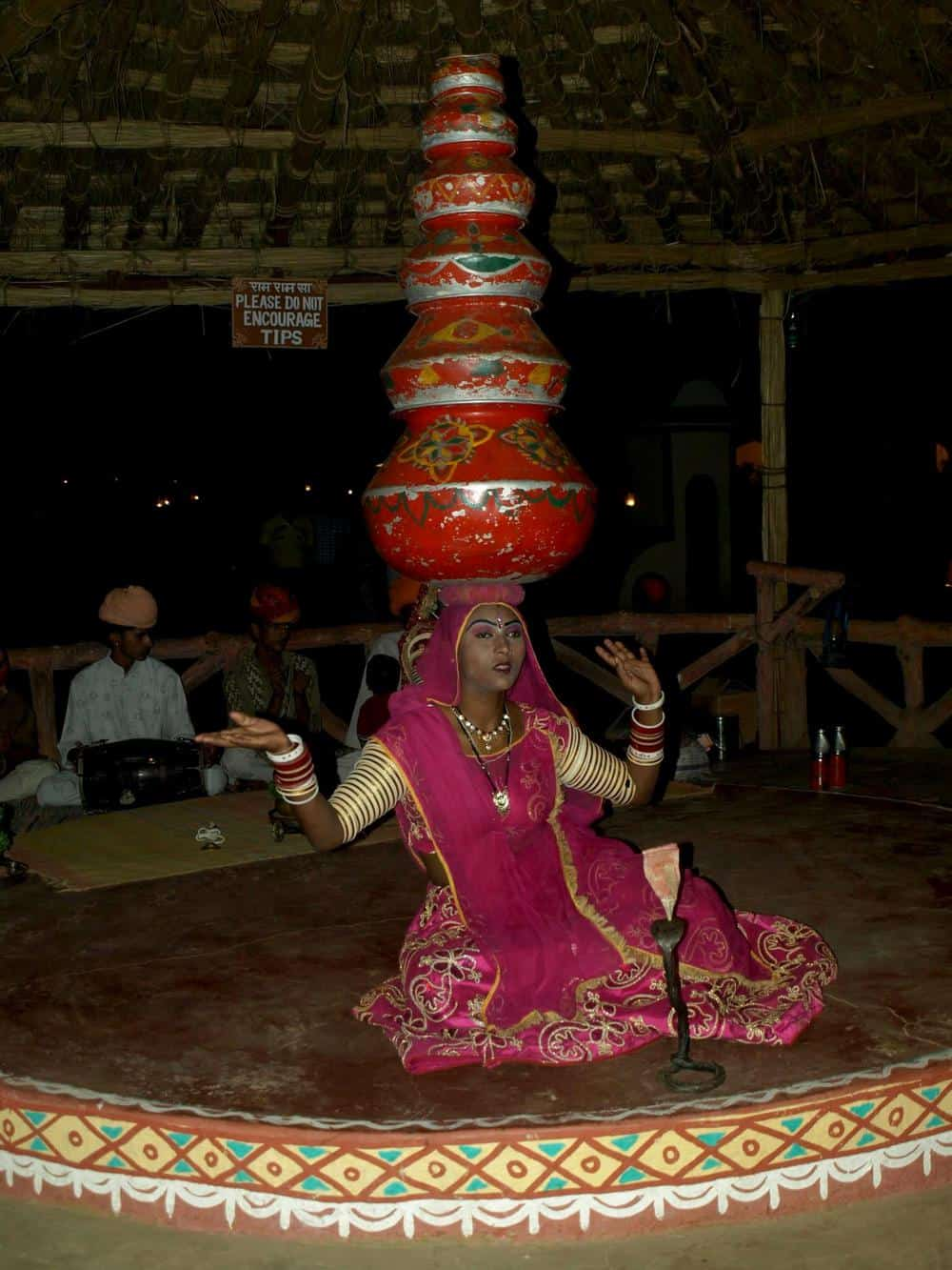 Rajasthan (Jaipur), a day is dancing with pink dress.