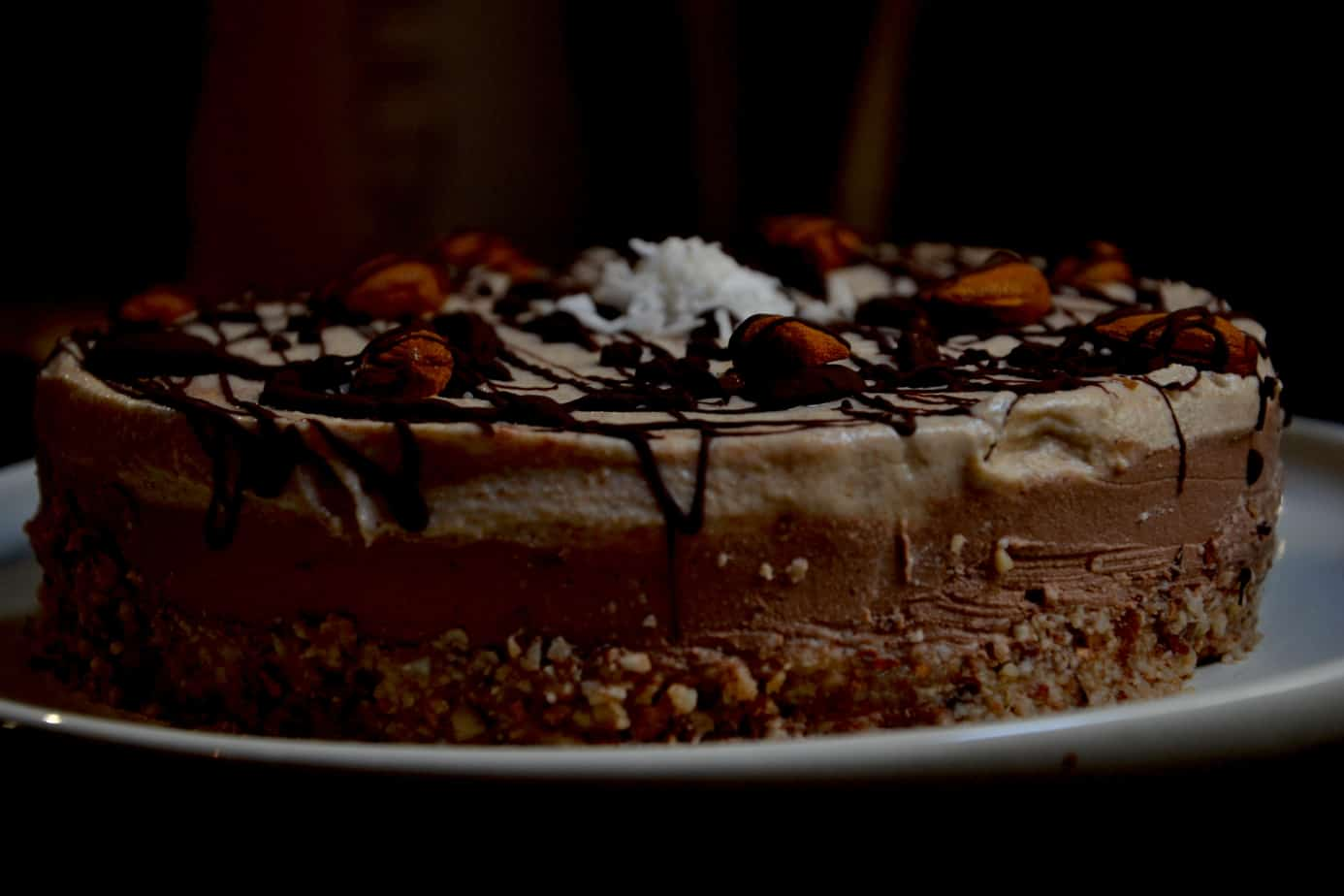 chocolate coffee cheesecake, side view. maninio.com #vegancheesecake #coffeecheesecake
