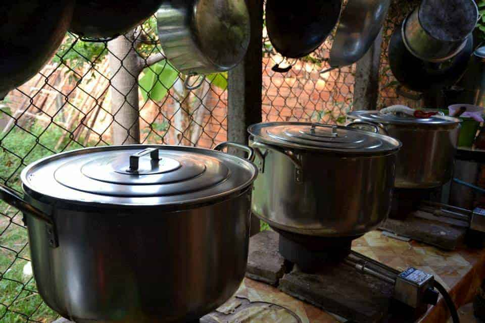Προετοιμασία φαγητού - #εθελοντισμόςκαμπότζη #εθελοντισμόςασία maninio.com