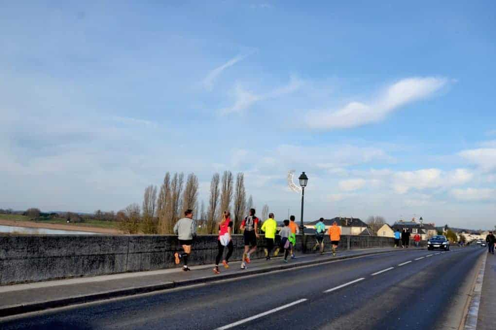 People are running in Chateaux Amboise