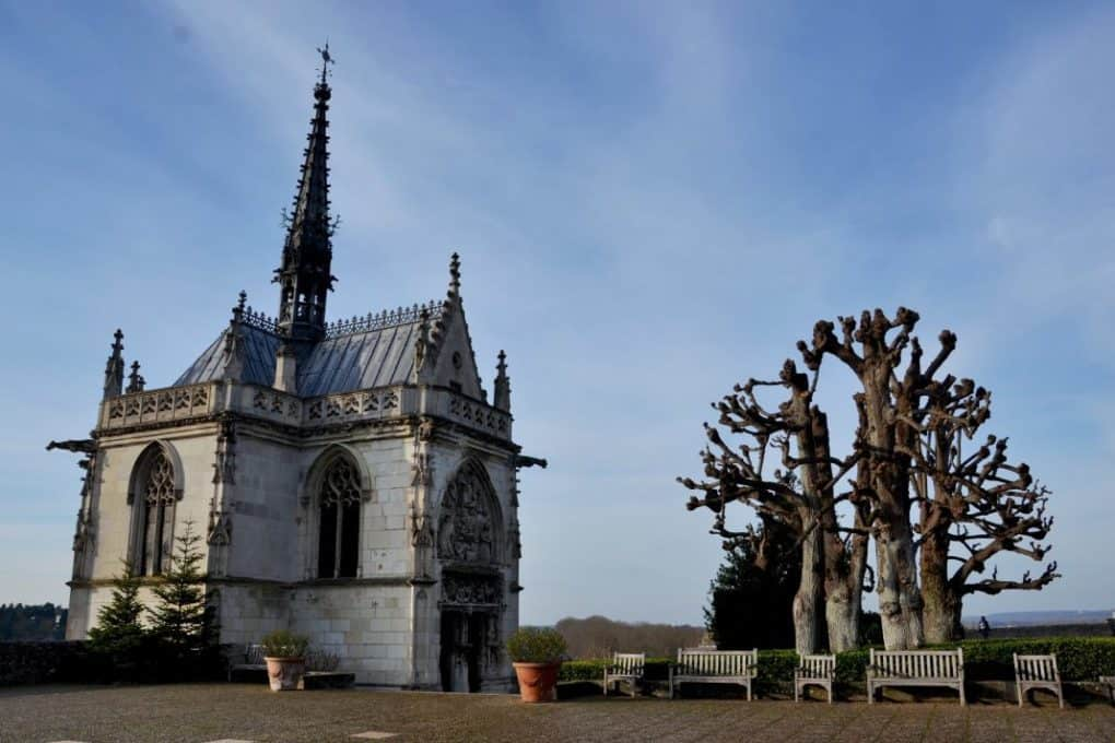 Leonardo Da Vinci grave in Chateaux Amboise with a tree outside