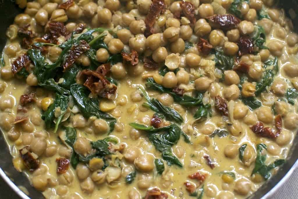 chickpeas-with-spinach-and-dried-tomatoes_cream