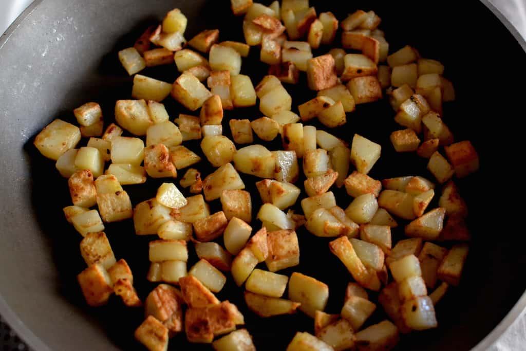 Fry potatoes - Hash Browns with Sun dried tomatoes, Vegan. maninio.com