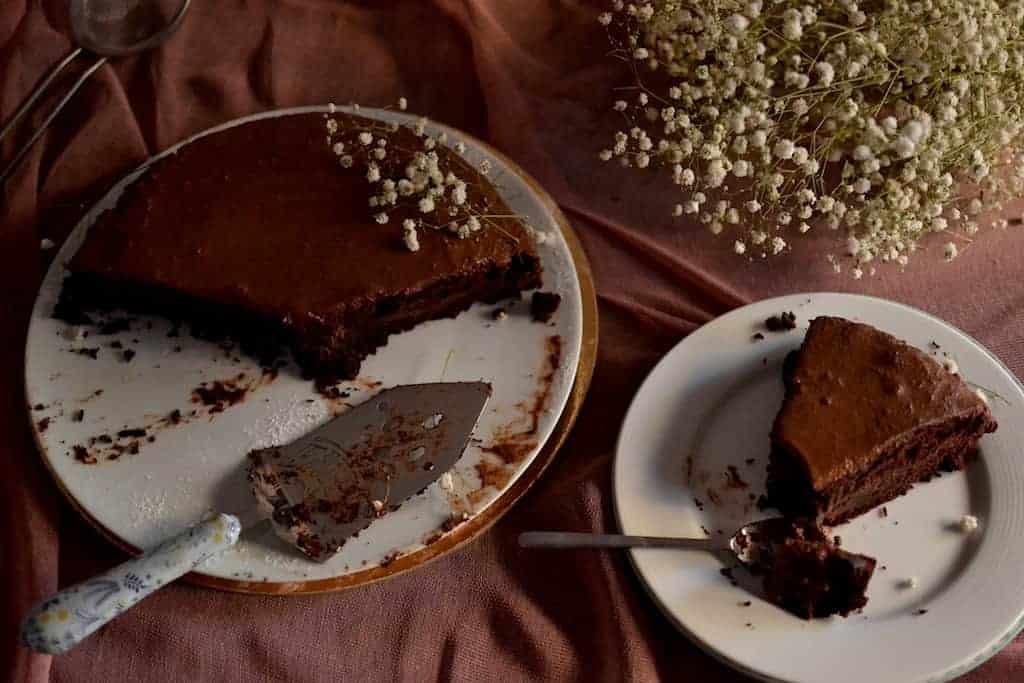 Serving the Peanut Butter Chocolate Cake. maninio.com