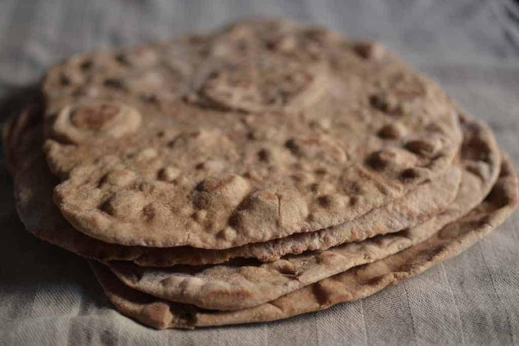 Πίτες ολικής άλεσης για χορτοφαγικό σουβλάκι #πίταΣουβλάκι #βίγκαν | maninio.com