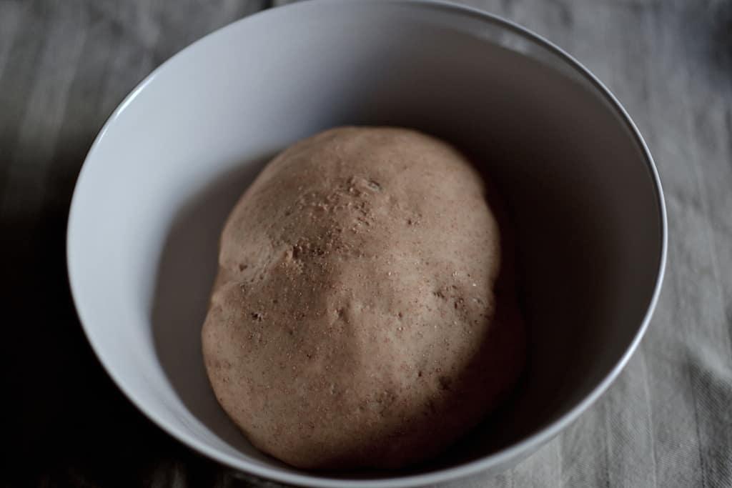 Φουσκωμένη ζύμη πίτασ για χορτοφαγικό σουβλάκι #ζύμηπίτας #βίγκαν | maninio.com