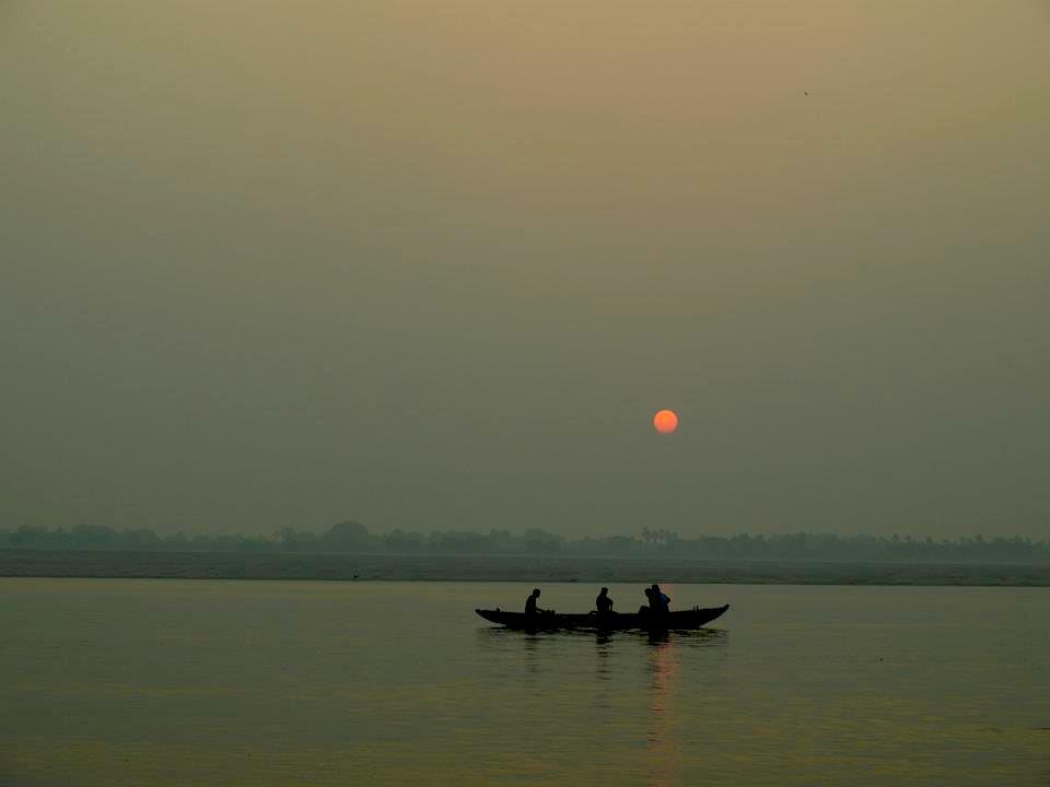 Βαρανάσι (Ινδία): Ανάμεσα στην ζωή & στον θάνατο. Ανατολή ηλίου. maninio.com