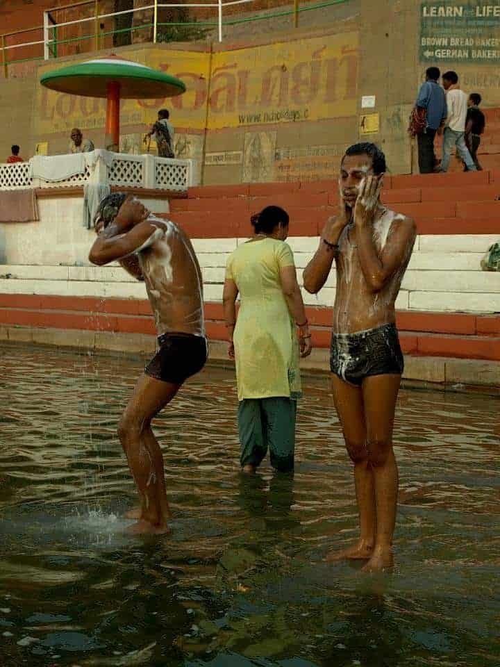 2 KIds are having bath in Varanasi