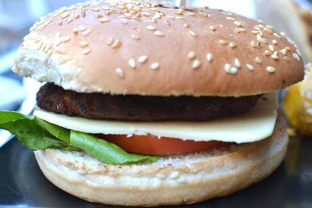 Χορτοφαγική & Βίγκαν Κουζίνα - Μπέργκερ στο Roots, Θεσσαλονίκη. maninio.com