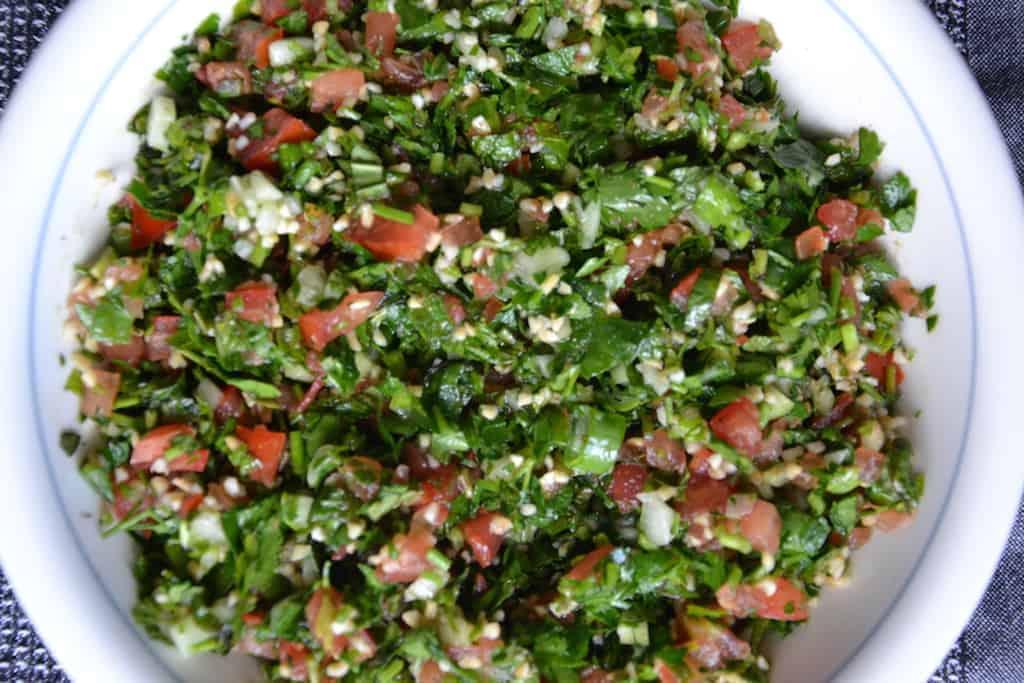 Το καλύτερο παραδοσιακό Ταμπουλέ, Vegan. maninio.com #lebanesetabouleh #eatarabicfood