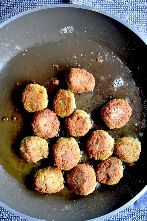 Frying Original Falafel with Chickpeas | Middle East.maninio.com
