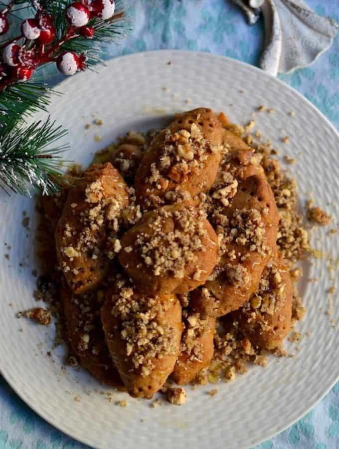 Serve the Christmas Cookies (Melomakarona)   Greek   Low in Calories. maninio.com