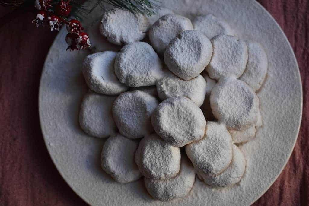 Vegan Kourampiedes iced sugar, less fat. maninio.com