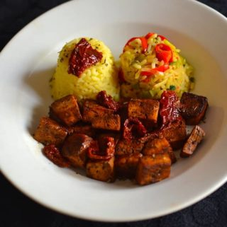 Serving plate - Baked Tofu with Vegetable rice and Sun Dried Tomatoes. maninio.com