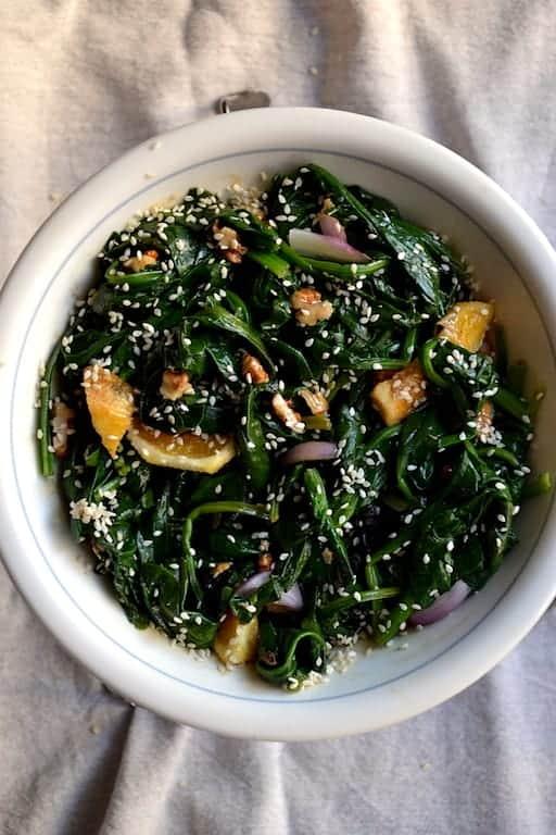 Σαλάτα με Σπανάκι και Πορτοκάλι, Χωρίς Γλουτένη. 25+ Vegan Προτάσεις φαγητού για το Πάσχα maninio.com