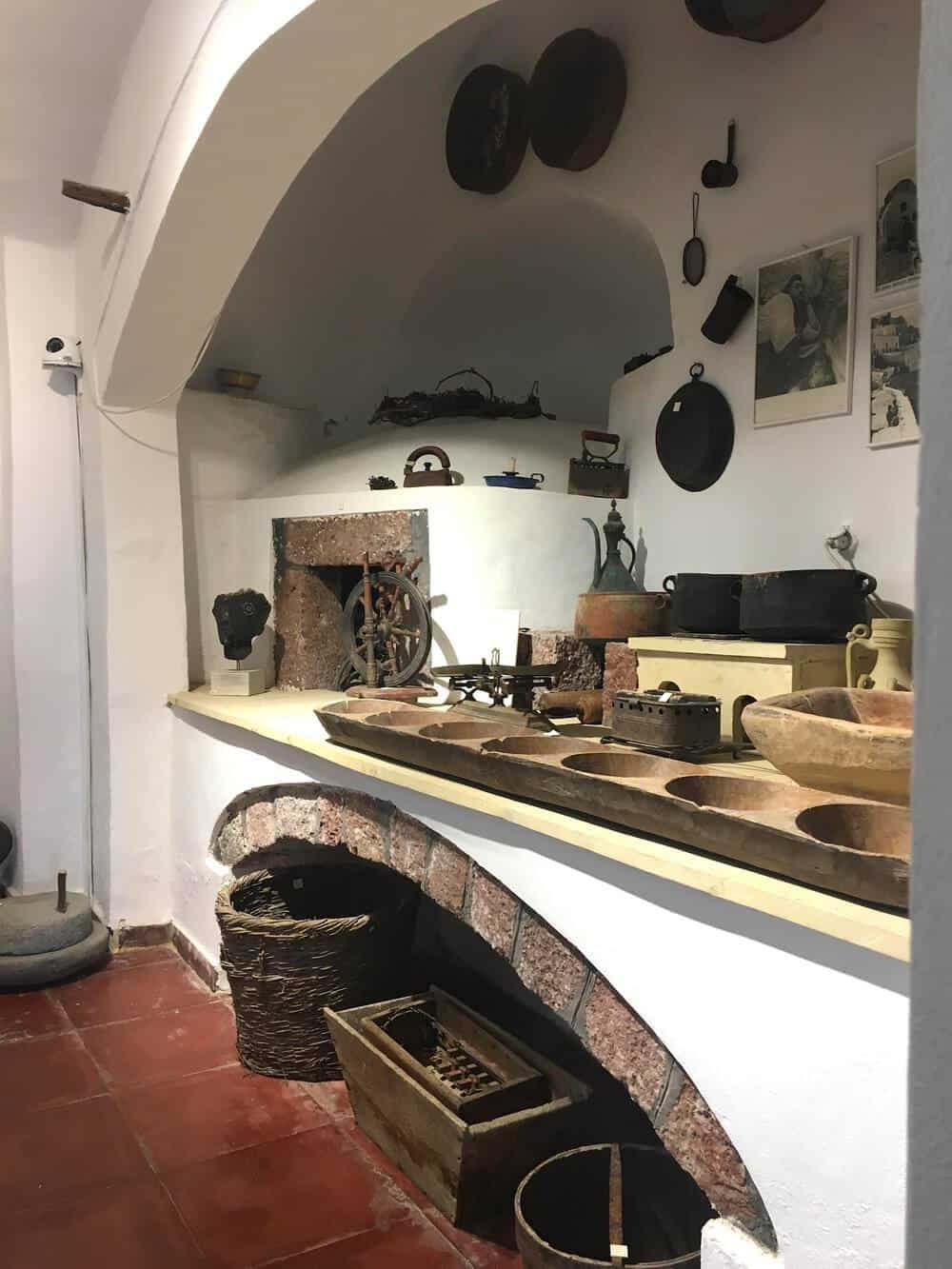 kitchen in megaro gizi