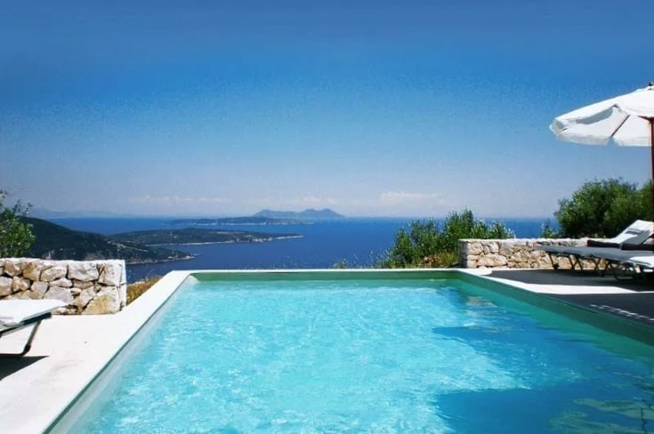 Infinity pool with a sea view - yoga retreats greece