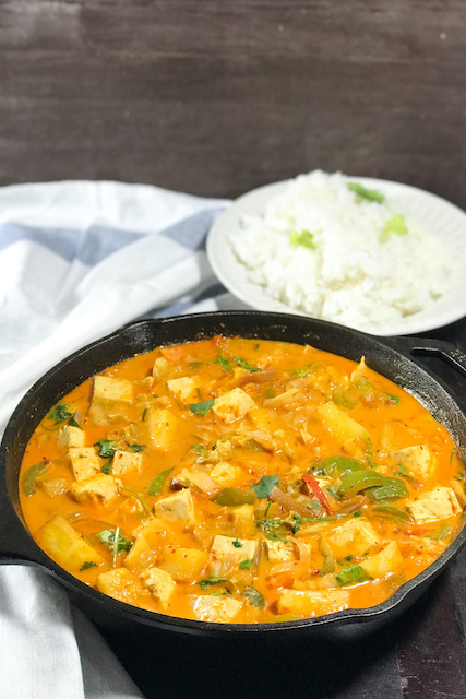 Pineapple curry with white rice