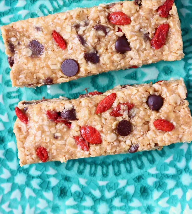 No-Bake Granola Bars in a blue table