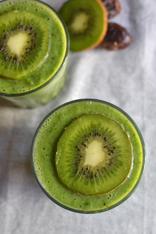 kiwi smoothie in a grey table cloth