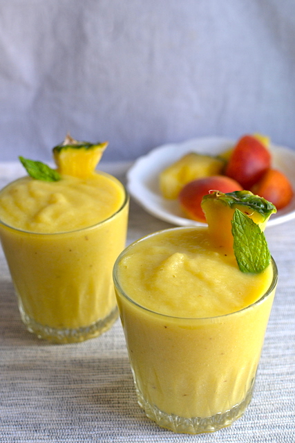 Pineapple smoothie into 2 glasses