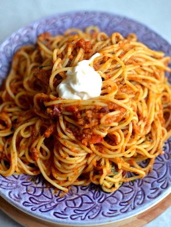 Pasta recipe with cream in a purple plate