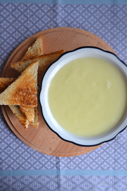 garlic sauce with bread