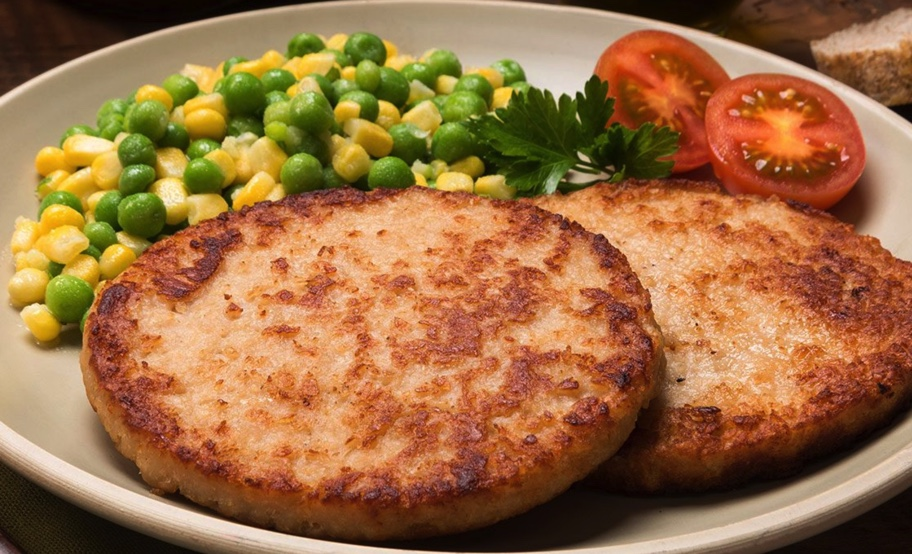 soya burger wit corn, greens and tomatoes